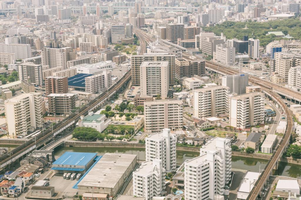 高層マンションが立ち並ぶ福岡空港近く-1024.png