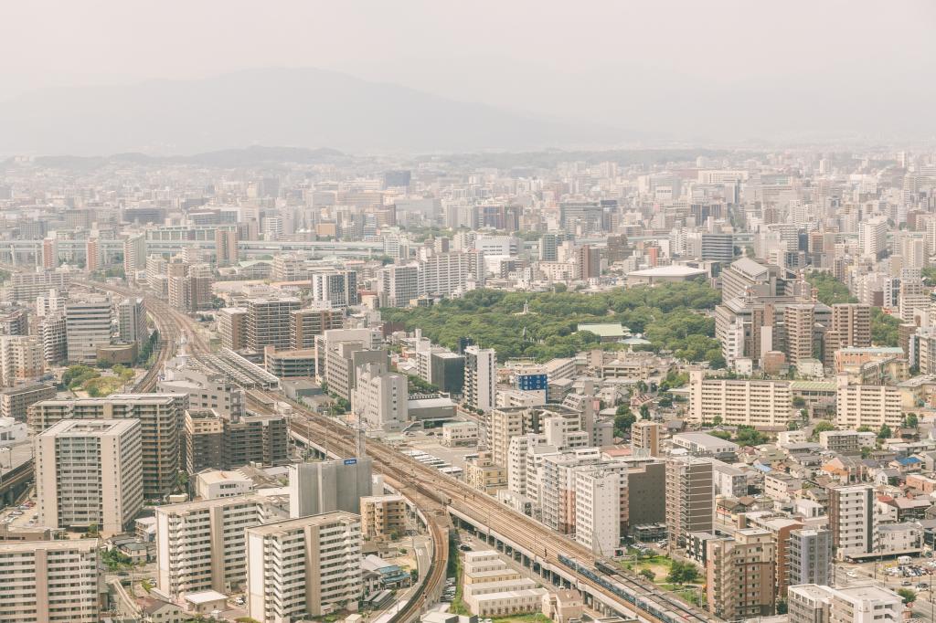 PM2.5がひどい日の福岡上空から市内の様子-1024.png
